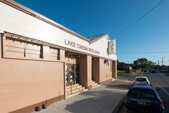 lake-cinema-light