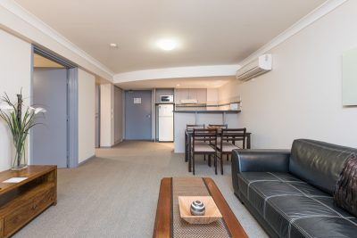 The Brighton Toronto Easy Access - Lounge and Dining