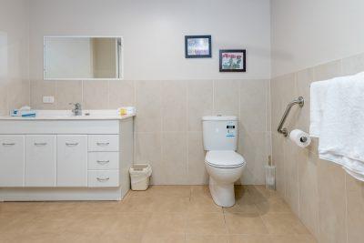 The Brighton Toronto Easy Access - Bathroom