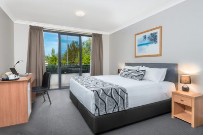 1 Bedroom King Bed Apartment with Desk, En-suite, LCD TV and Private Balcony